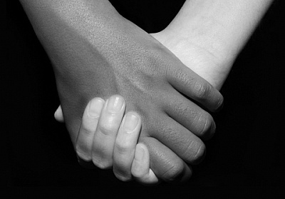 black_and_white_hands_holding_sjpg70