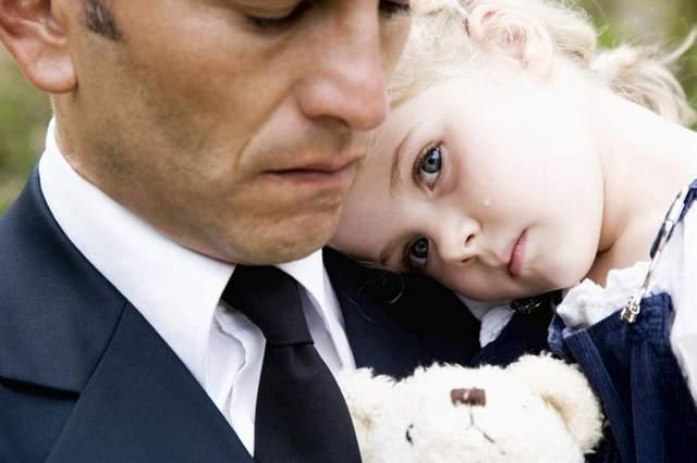 parent-grieving-child