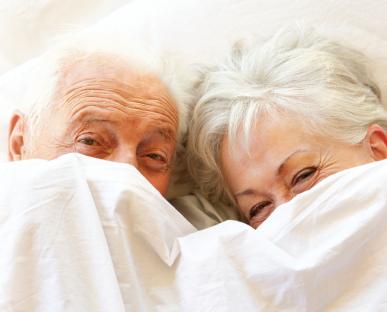 seniors_in_bed